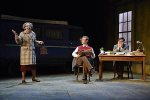 Gabrielle-Lloyd-Sam-Alexander-James-Northcote-in-The-Lady-in-the-Van-at-Theatre-Royal-Bath-CREDIT-Nobby-Clark