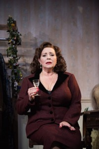 Harriet Thorpe in The Dresser Credit Hugo Glendinning